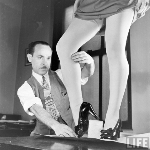 Painter of Womenlegs (Nina Leen, 1940, Life)
